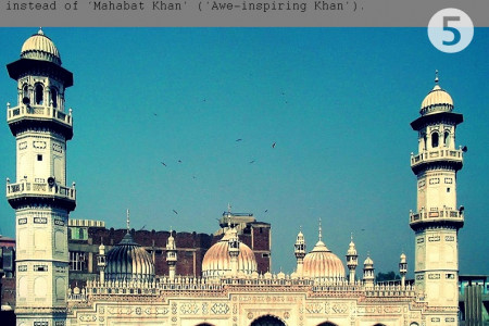 9 Beautiful Mosques to Visit in Pakistan Infographic